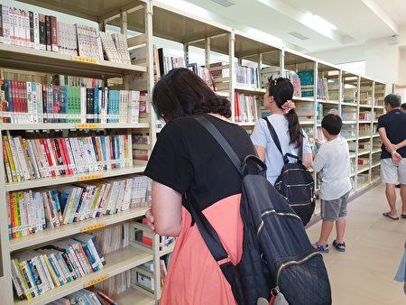 屏东县公共图书馆服务再升级,满足读者多元化需求。