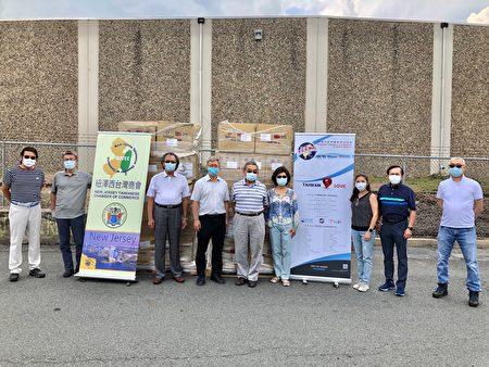 新泽西台湾商会展现美国社会的回馈和关怀,积极向新州当地机构捐赠口罩防疫。