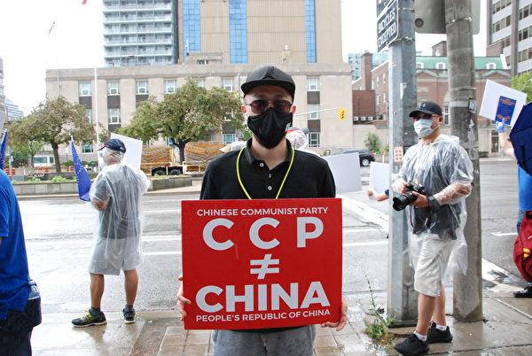 活動發言人哈雷(Harry)表示:作為加拿大華裔及全球爆料革命的擁護者和參與者,大家聚集在一起發出集體的呼聲。(伊鈴/大紀元)