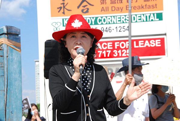 民陣全球副主席盛雪出席7月1日的集會活動,她表示,支持香港是良心的展示。(伊鈴/大紀元)
