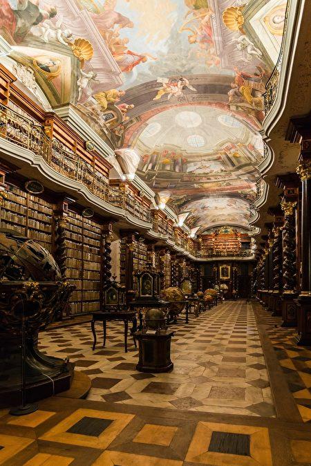 克萊門特學院圖書館一直保留著18世紀以來的樣貌。(Shutterstock)