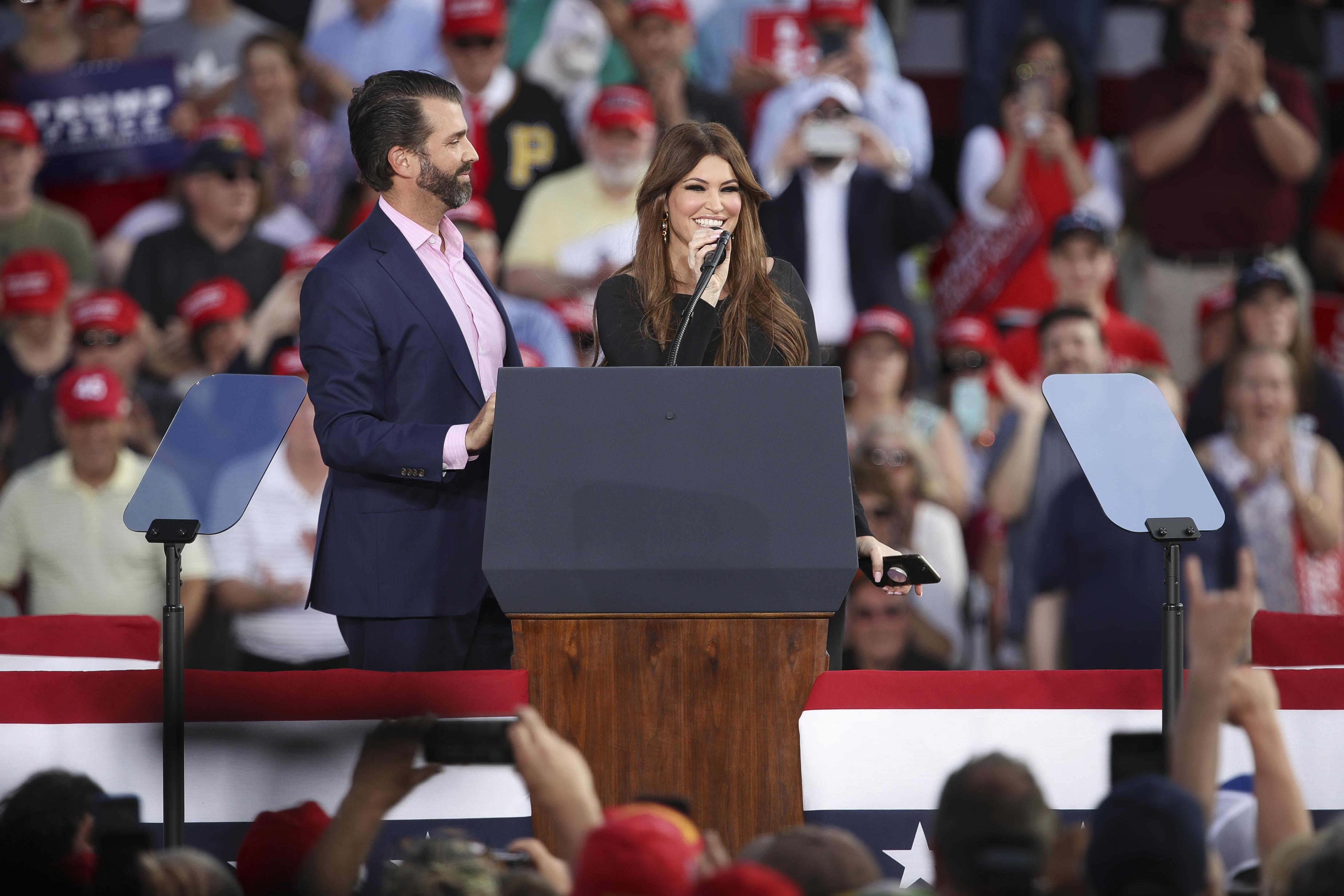 美國總統特朗普長子小唐納德的女友金伯利.吉爾福伊爾(Kimberly Guilfoyle)7月3日晚確診染疫,目前她已接受隔離、取消所有活動。(Drew Angerer/Getty Images)