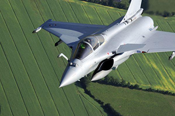 印軍接收五架飆風戰機 防長藉此警告中共