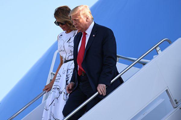 7月3日,特朗普總統和第一夫人來到拉什莫爾山(Mount Rushmore)。(SAUL LOEB/AFP via Getty Images)