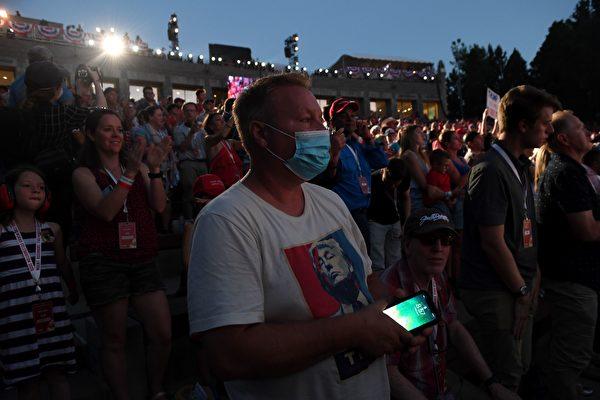7月3日,參加「總統山」的獨立日慶典活動的民眾。(SAUL LOEB/AFP via Getty Images)