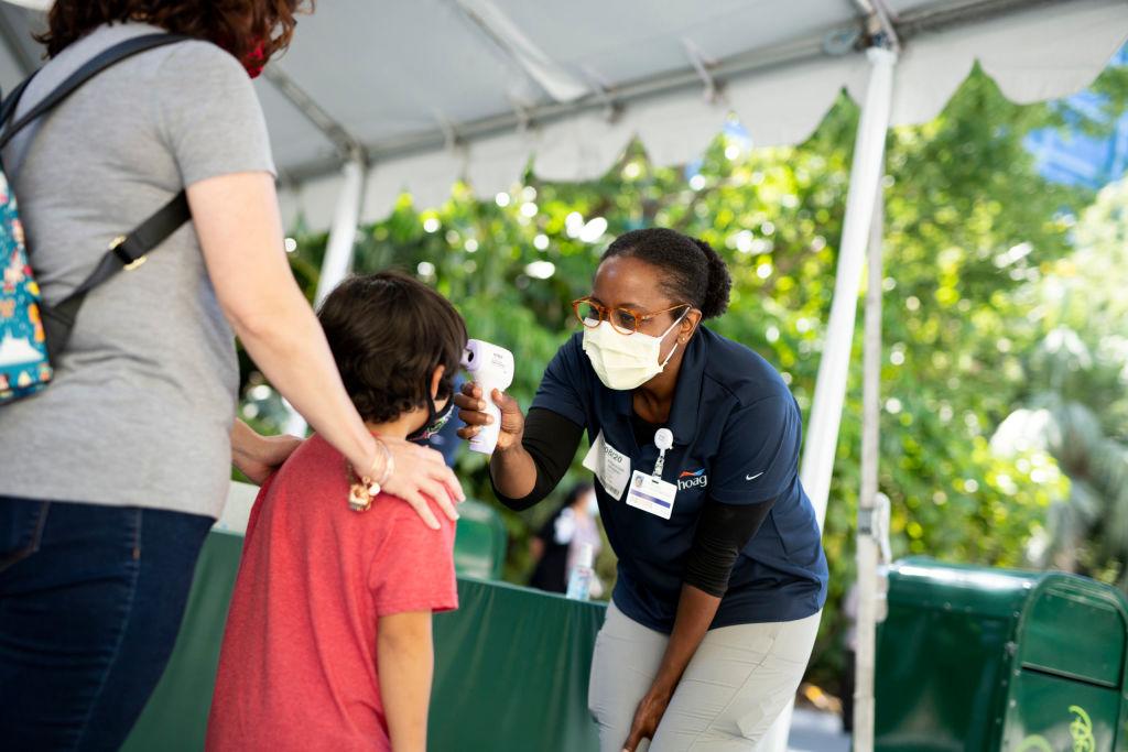 2020年7月11日,CDC發佈應對中共病毒肺炎(COVID-19)的新指南,其中指出大約40%的人是無症狀患者。示意圖(Derek Lee/Disneyland Resort via Getty Images)