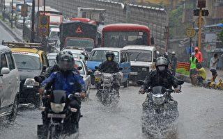 組圖:印度洪水襲擊 孟買街頭汪洋一片