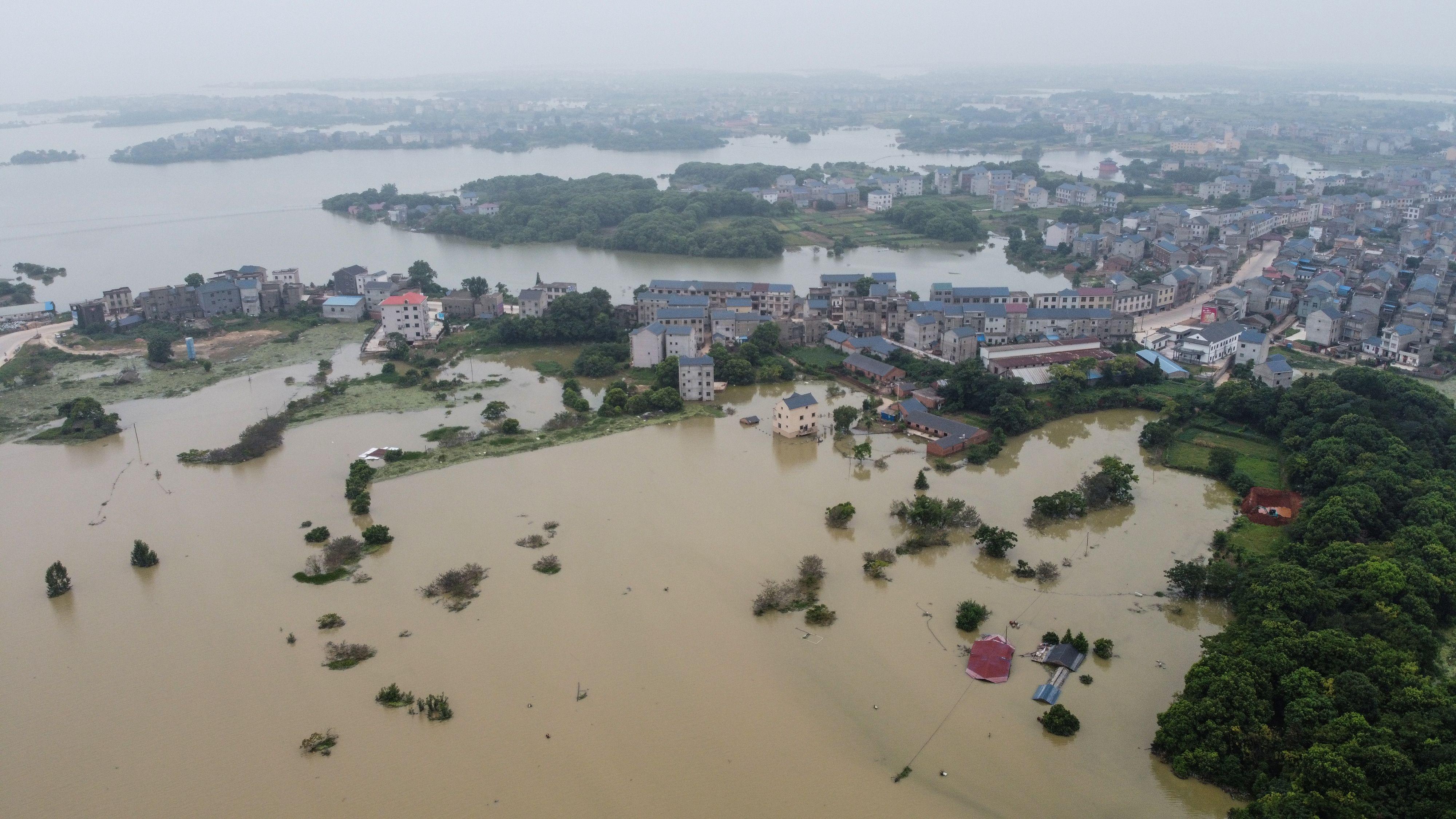 鍾原:洪災怵目驚心 北戴河會議沒完沒了