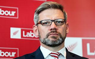 工黨議員伊恩·李-加洛韋因不正當關係被解僱