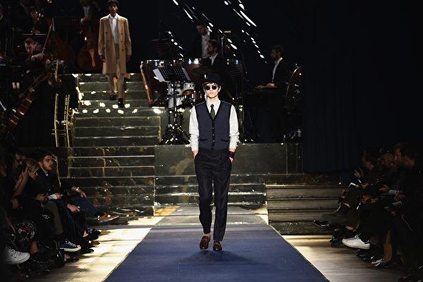 由於中共病毒大流行病衝擊,美國男士服裝品牌Brooks Brothers 7月8日申請破產,該品牌有200多年歷史。圖為2018年1月該品牌的時裝秀。 (Photo by Stefania M. D'Alessandro/Getty Images)
