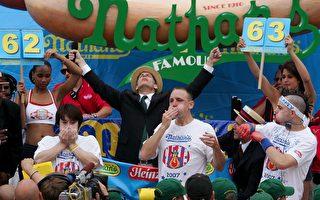 紐約吃熱狗大賽 上屆男女冠軍又破紀錄