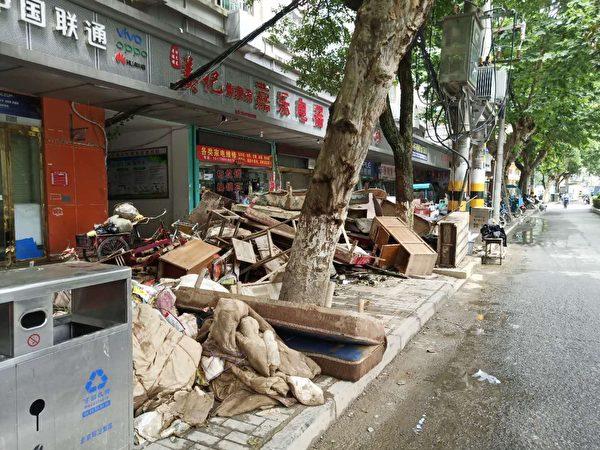 洪水過後,景德鎮市街頭,滿目瘡痍。(受訪者提供)