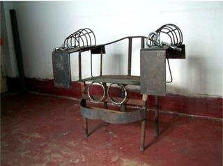 中共酷刑:鐵椅子(明慧網)