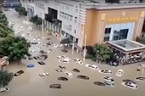 特大暴雨 上游泄洪 湖北恩施大面积被淹