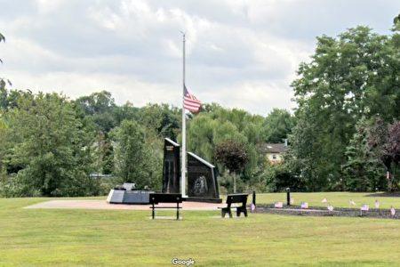 图为华盛顿维尔村的911纪念碑。