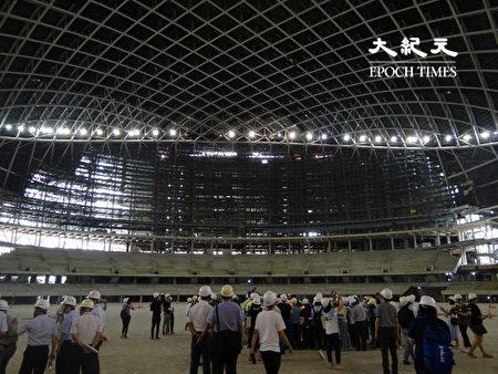 臺北市議會工務委員會現勘大巨蛋本體工程,檢視遠雄是否有悄悄進行無關14項公安工程的其他工程。