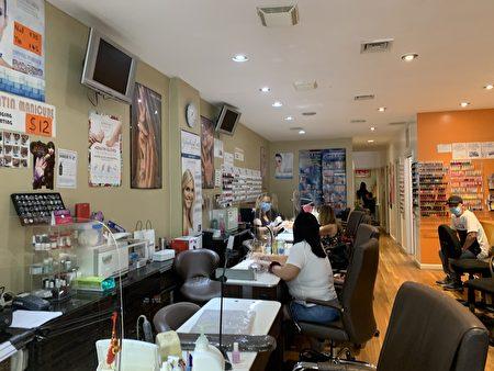 與美容店相比,美甲店開門的比較多。