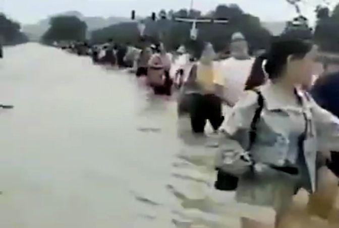 安徽王家壩夜間洩洪 村民:抗旱之後又抗洪