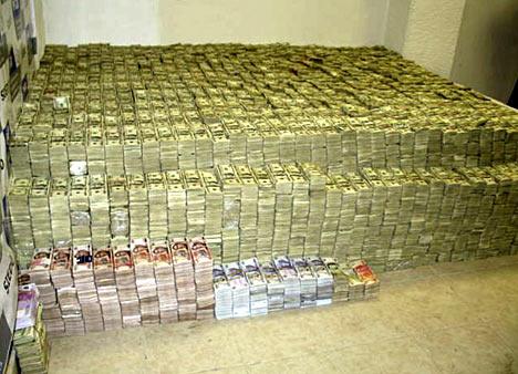 葉真理家中查獲超過2.05億美元的現金,墨西哥披索、歐元、港幣,以及價值不明的金幣與珠寶。 (美國司法部)