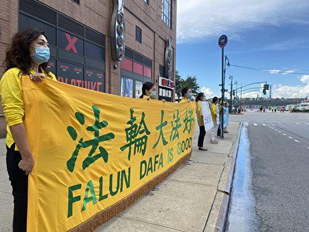 7月1日,任海飛的妻子王晶和海外的家鄉親友來到紐約中共總領館門前抗議,要求立即無罪釋放任海飛。(施萍/大紀元)