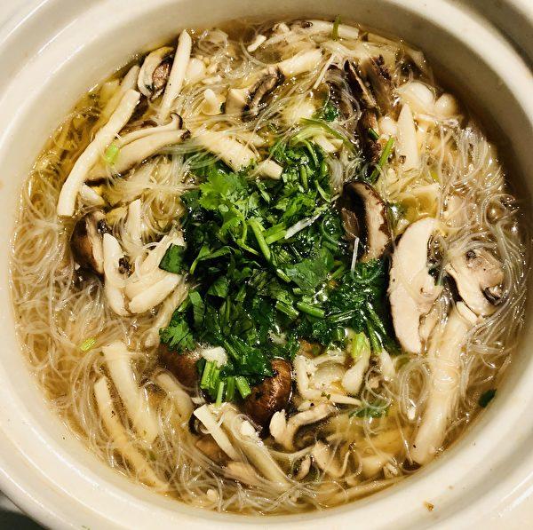 【防疫餐自己做】 「南瓜炒米粉」和「素姑米粉湯」