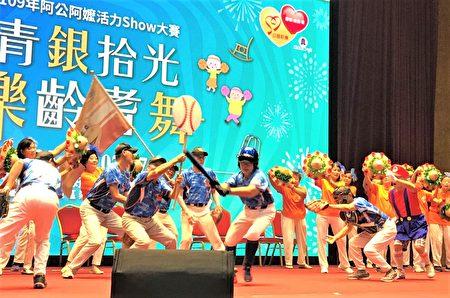 臺中市北屯區四民社區發展協會表演結合棒球文化。