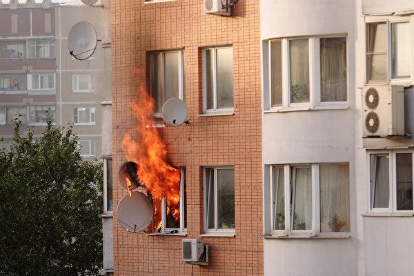 法國2童從燃燒4樓公寓跳下 路人成功救起