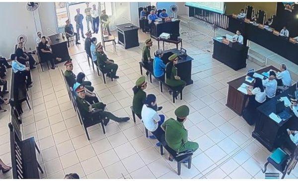 越南平陽省人民法院庭審現場。(越南國家媒體VTC Online 影片截圖)