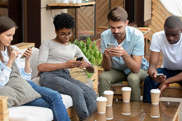 智能手機對現代人際關係影響越來越大