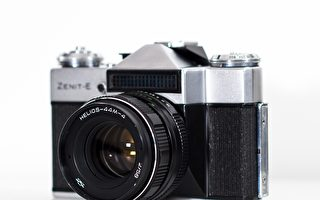 印男盖房子状似相机 孩子均以相机品牌取名