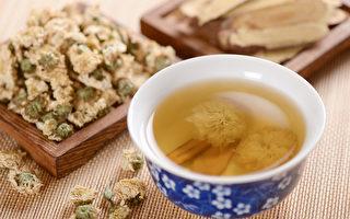 中医教你茶饮、穴位按摩、眼球运动3招,改善眼睛疲劳和老化。(Shutterstock)