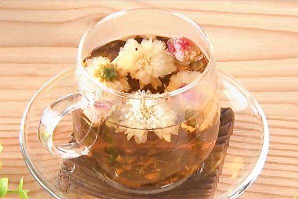 養顏花茶飲包括白菊花、玫瑰花。(胡乃文開講提供)
