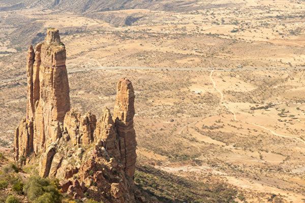 海拔二千多公尺 世界最危險教堂蓋在峭壁上