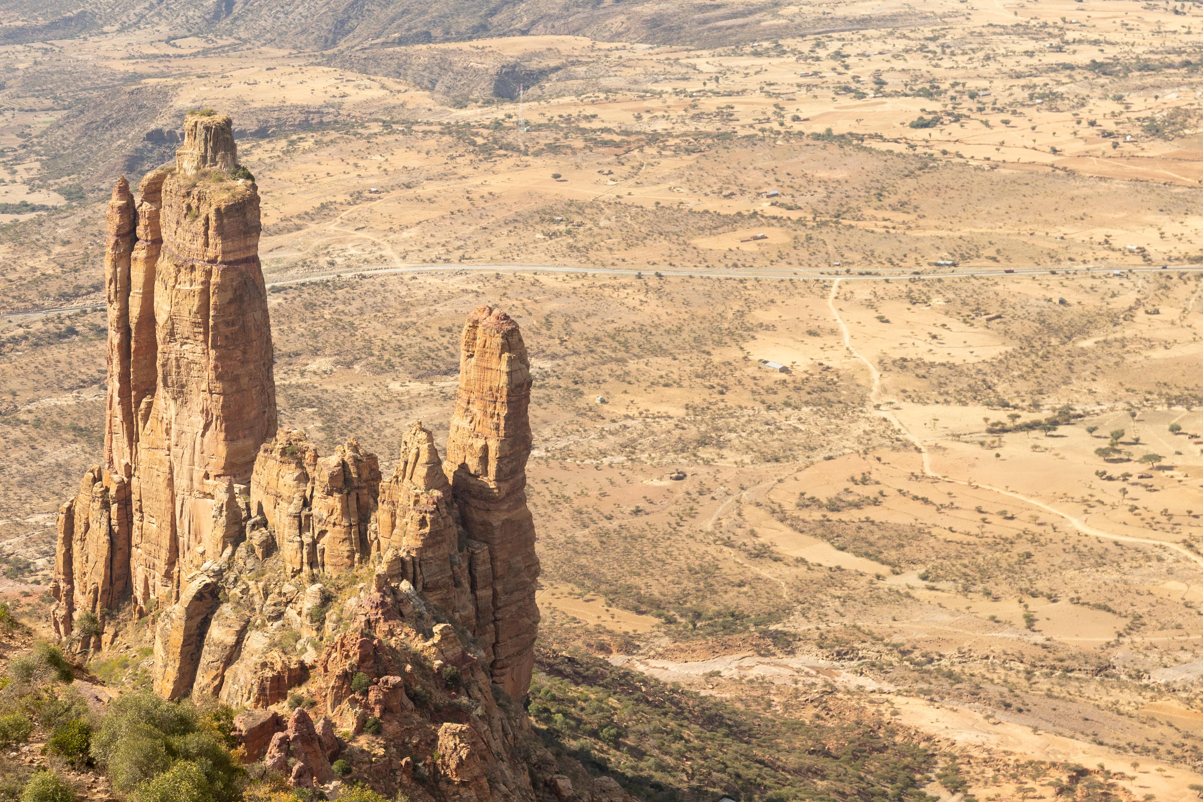 海拔二千多米 世界最危險教堂蓋在峭壁上