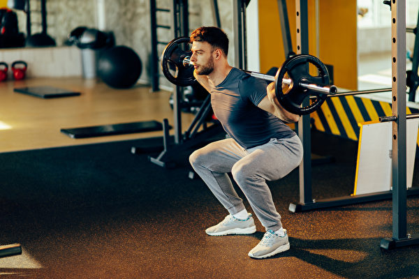深蹲的增肌效果最好。(Shutterstock)