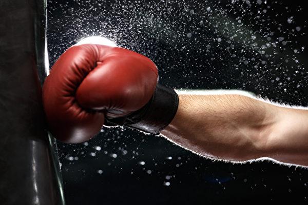 一分钟出拳322次 斯洛伐克男子创世界纪录