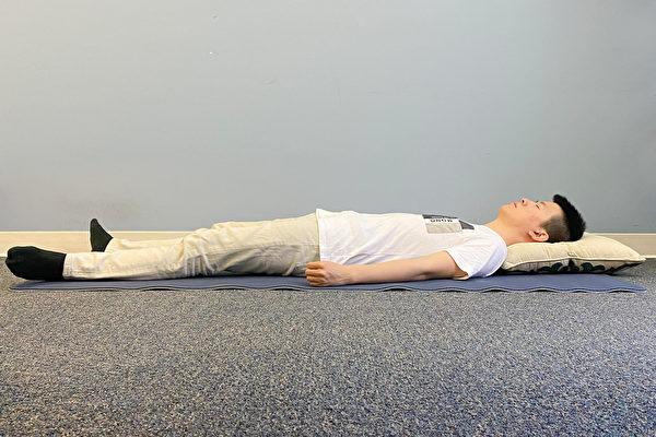 古人睡眠姿勢之:環陽睡法。(健康1+1/大紀元)
