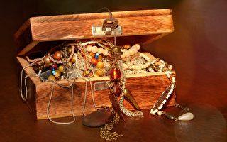 美珠寶商埋藏百萬美元金銀財寶 供人們尋寶
