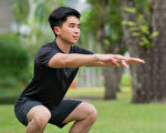 有效率的增肌运动,意味着一次可以锻炼到大量的肌肉,比如深蹲。(Shutterstock)
