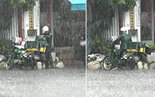 高雄突来大雨邮差先保护信件 网友:辛苦了!