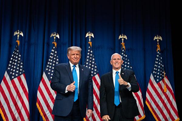 彭斯首先向黨代表們表示感謝,然後闡述為何他和特朗普當必須當選連任的理由。(Photo by Logan Cyrus / AFP)
