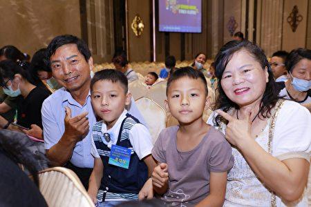 同济奖助学金,图为第47届云林区即将上任主席廖学运。