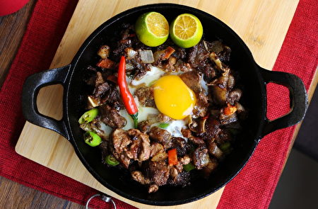 Sisig是菲律宾的国民小吃,更是菲律宾人最爱的料理之一。