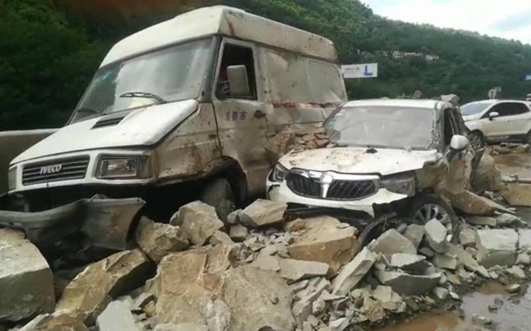 四川宜賓山體塌方砸三車 存二次崩塌可能