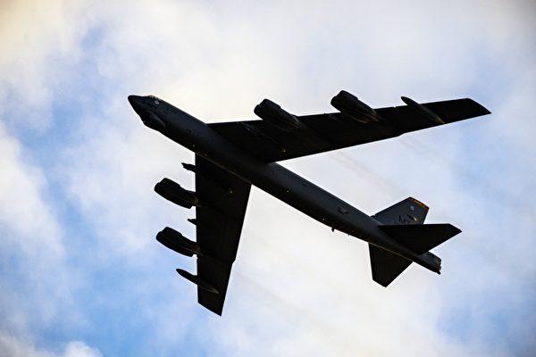 短片:俄Su-27戰機危險攔截美B-52轟炸機