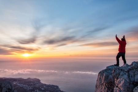 史上最年輕 英國3歲男童登上3千米高峰
