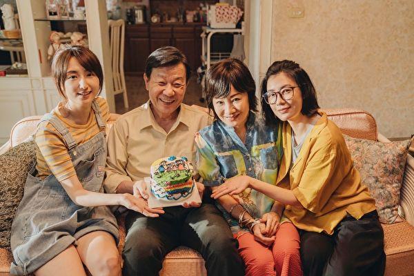 寇世勋再演贾静雯柯佳嬿老爸  进剧组暖过88节