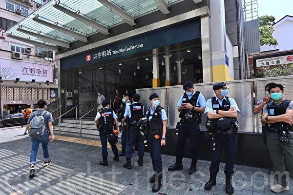 组图:港民发起勿忘初心游行 防暴警察戒备