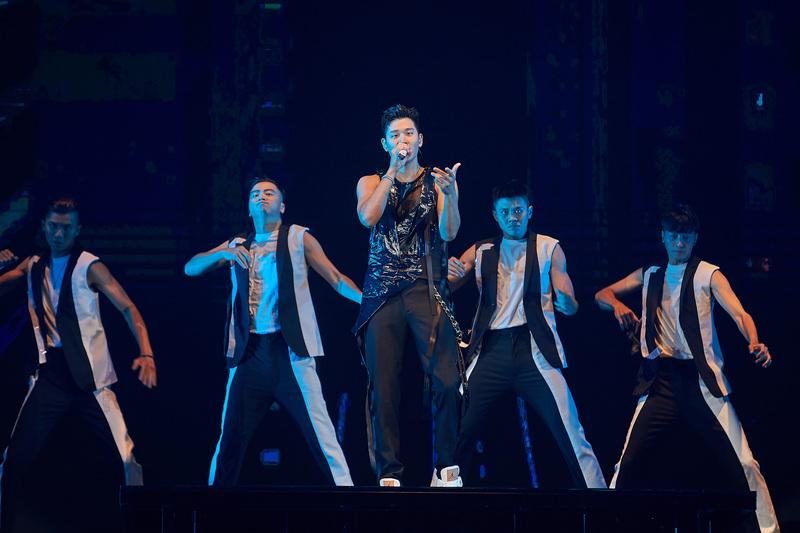外媒:台灣率先舉辦萬人演唱會 防疫有成