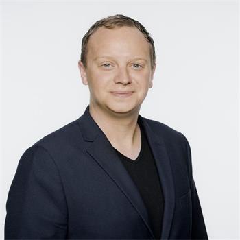 蘇黎世州議員托比亞斯・巴根斯托斯(Tobias Baggenstos)(明慧網)